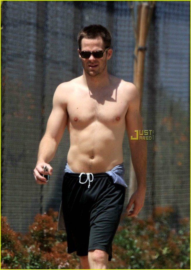 chris-pine-shirtless-04